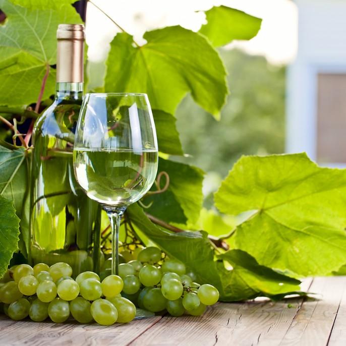 赤だけじゃない!白ワインの美容効果が凄い!