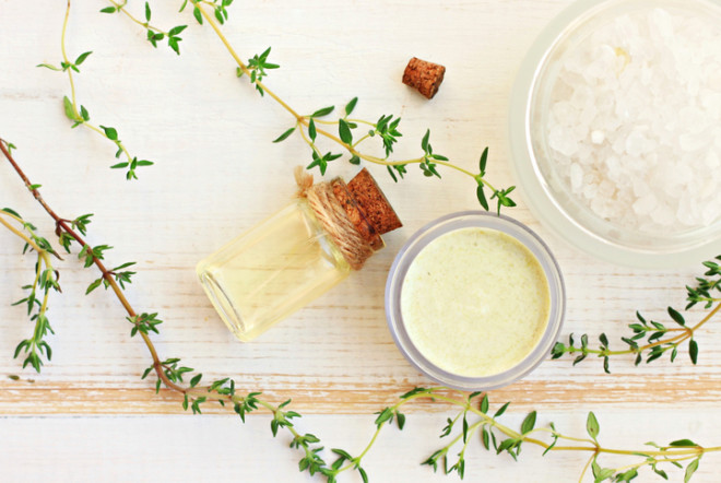 Thyme aroma oil, facial cream, sea salt.