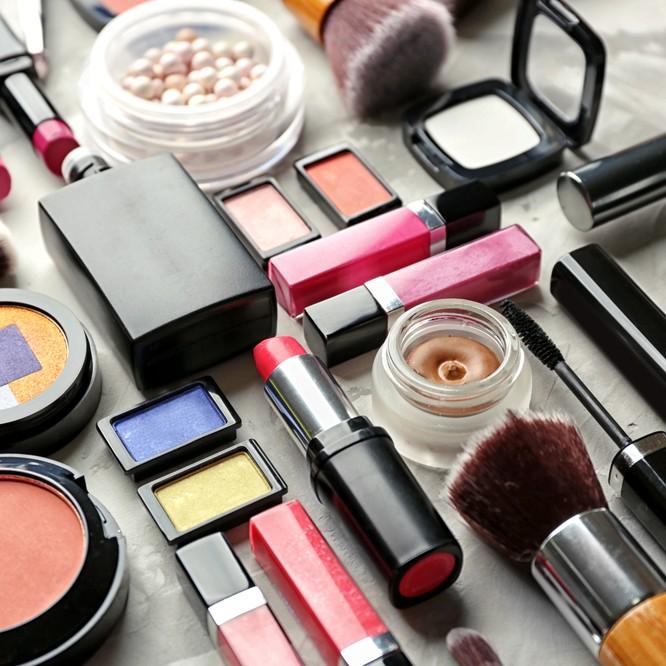 年末にまとめて整理!化粧品「断捨離」テクニック