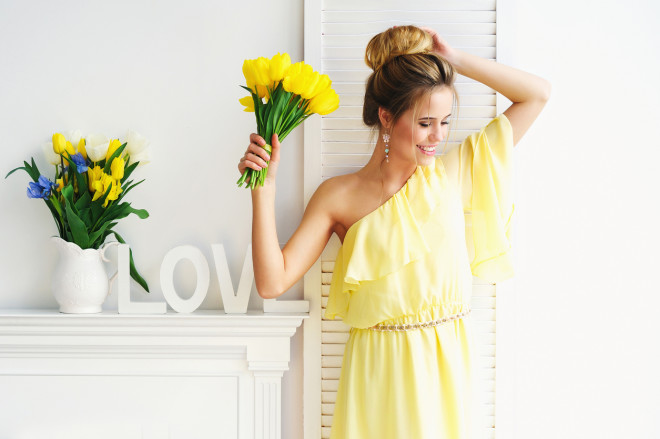 Gorgeous young woman with yellow tulips