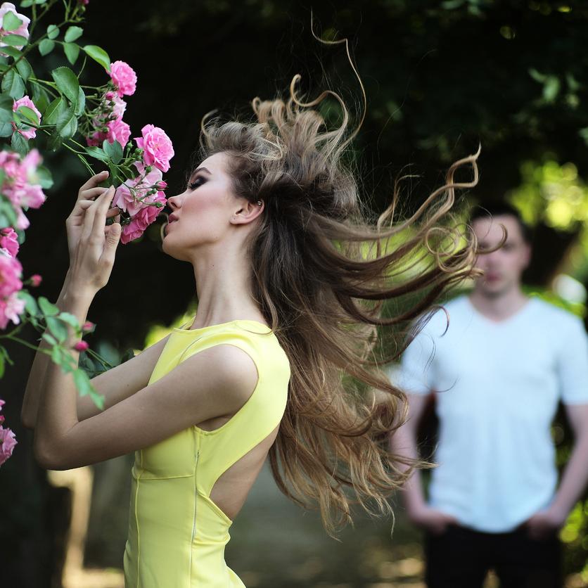 """春の嵐を""""逆利用""""?!一瞬で振り返られる美人に!女子力をアップする裏ワザ"""