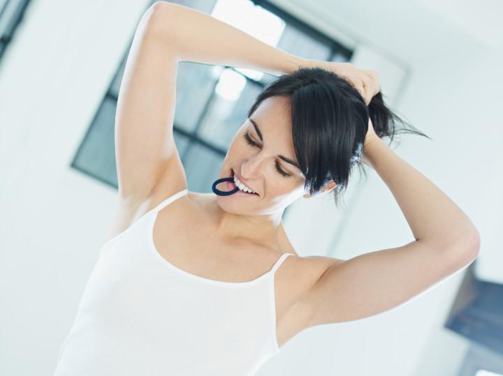 woman tieing hair