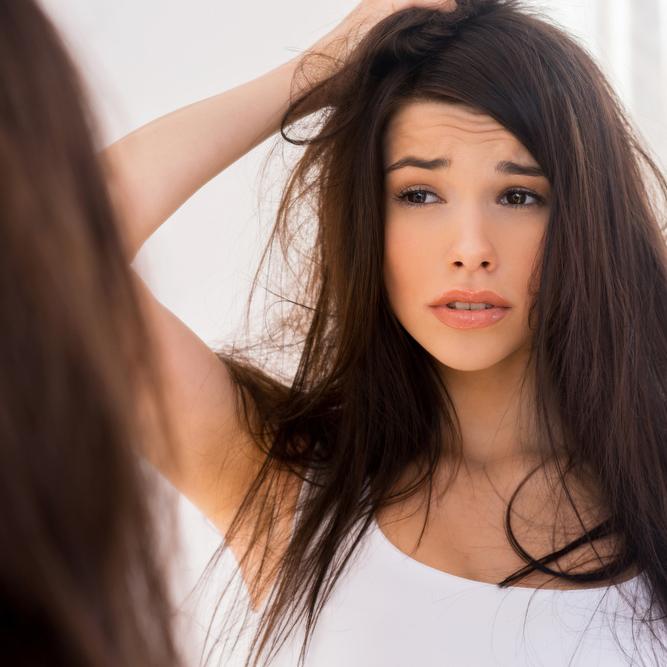 """""""抜け毛が毎日100本…""""大丈夫?美容師が勧める!気になる「抜け毛の対処法」"""