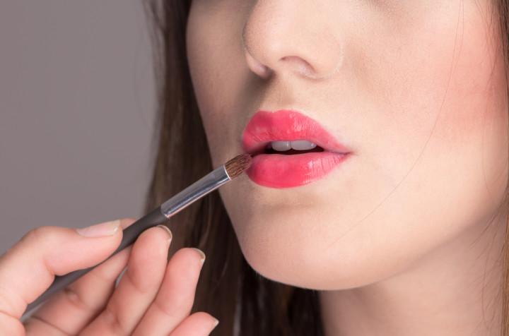 赤リップを使いたい場合は素の唇を透けさせる