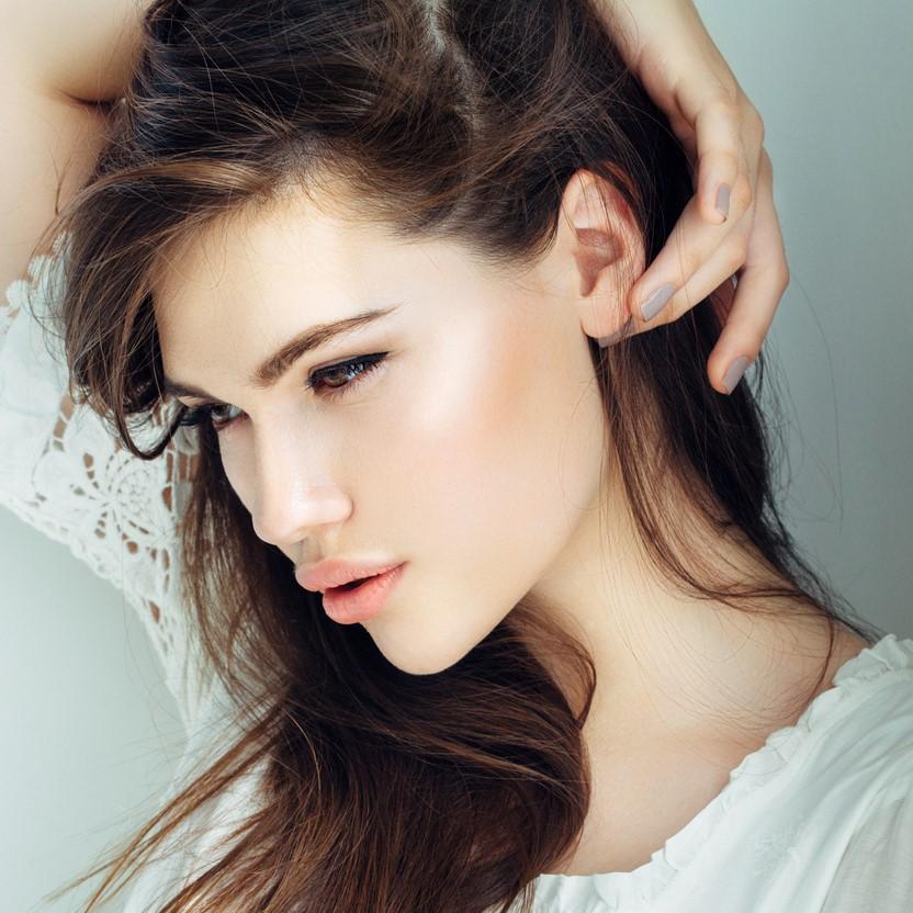 """唇はいつだって、""""ぷるん""""に!魅力的な女性になれる!オススメ「リップグロス」5選"""