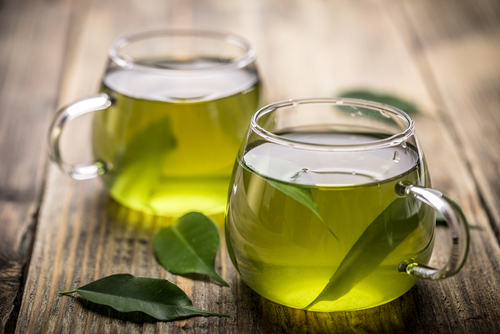 コップ1杯の緑茶