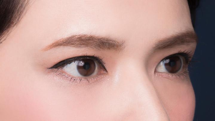 目頭側は細く、目尻側は太く