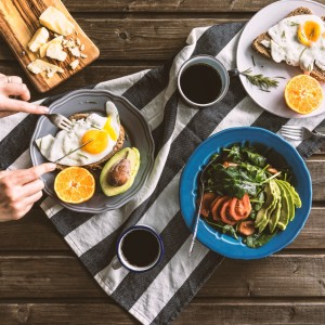 eating-poached-eggs-for-breakfast-picture-id594033732-2