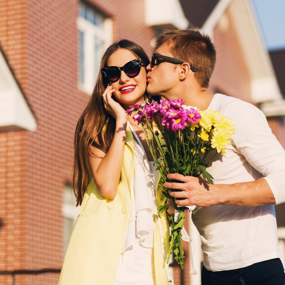 """春の""""初めてのデート""""にはこのコスメを使用して。おすすめはどれ?"""