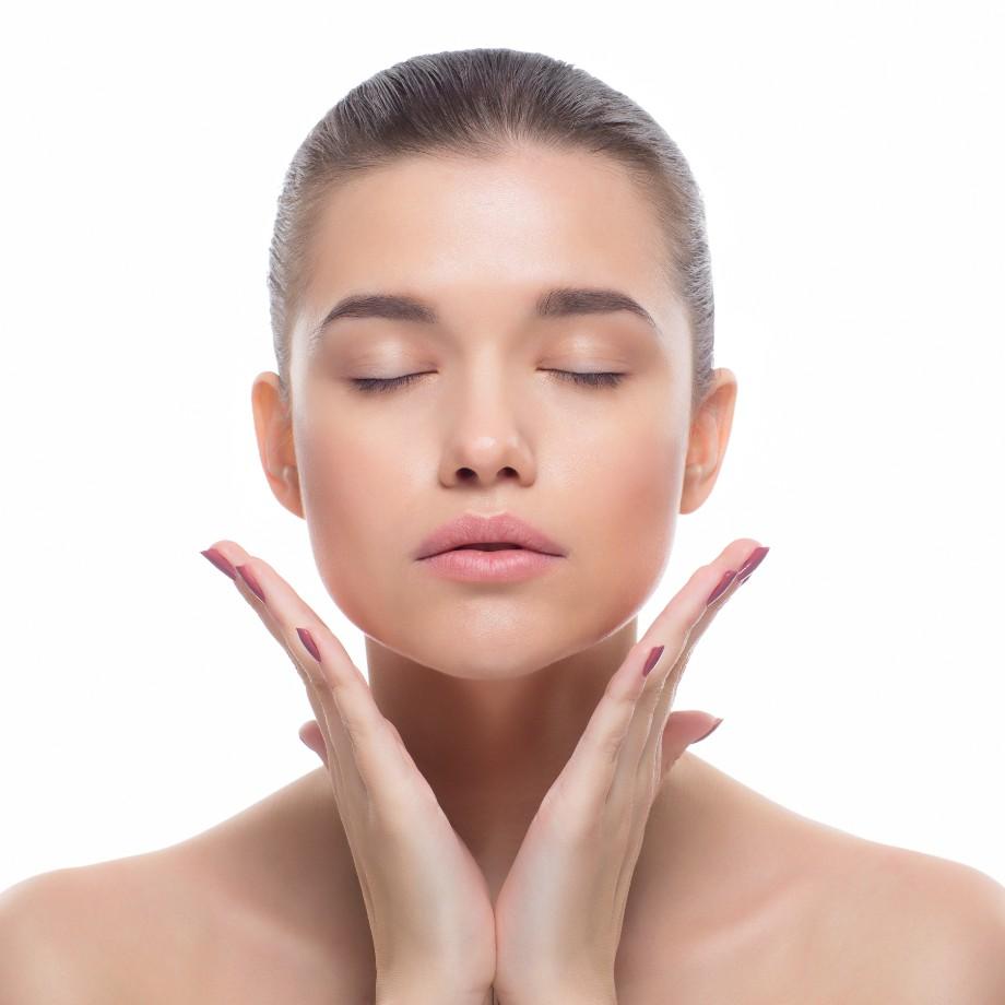 乾燥、ニキビ…こんな時はどの化粧水がいい?「肌悩み別」の化粧水の選び方