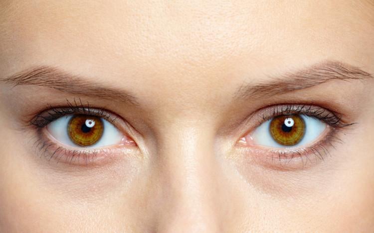 瞳の色に合わせたカラーを選ぶ