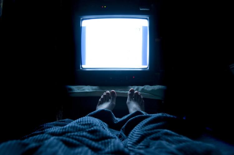 ベッドに入ったらスマホやテレビを見ない