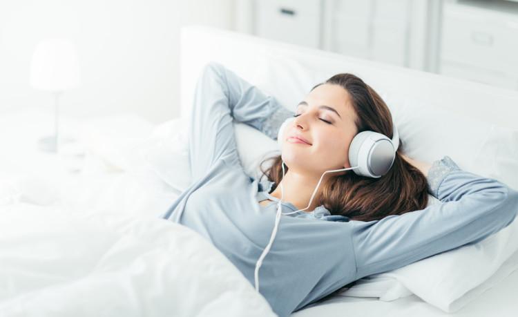 睡眠を促すアロマや音楽を活用してみる