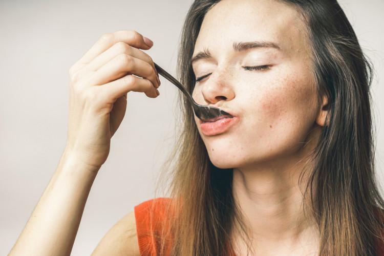 咀嚼音を感じながら食事する