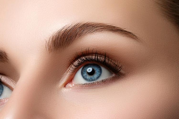 目に入ってしまうと視力の低下の原因に