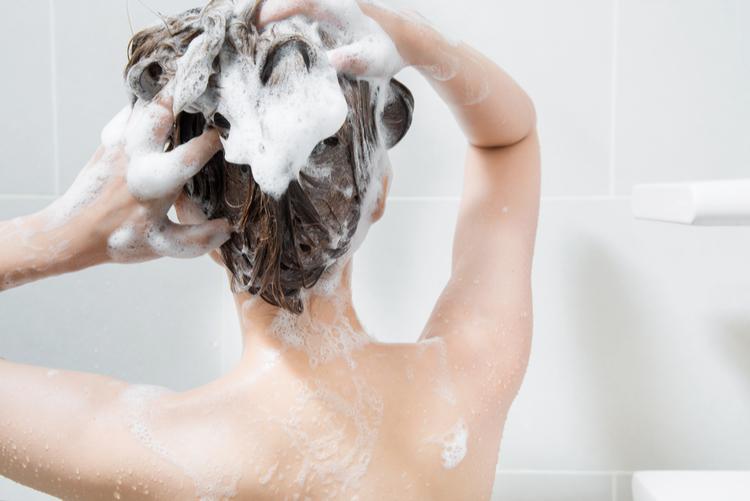 髪の毛にダメージを与えない洗髪を意識しよう