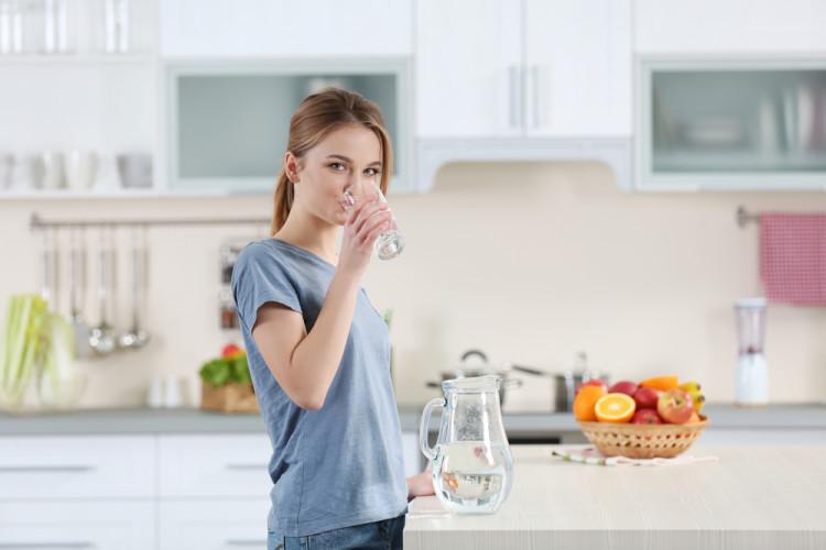 しっかり水を飲む