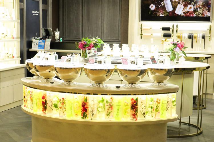 店舗を「花屋」商品を「花束」