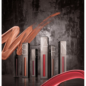 a_Holiday-2018---Powermatte-Lip-Luster-Stylized-Image-with-Texture