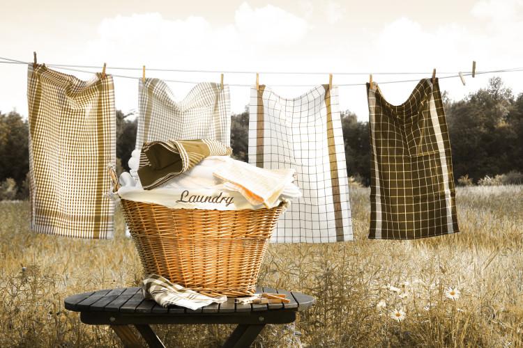 溜まりに溜まった洗濯や部屋の掃除をする