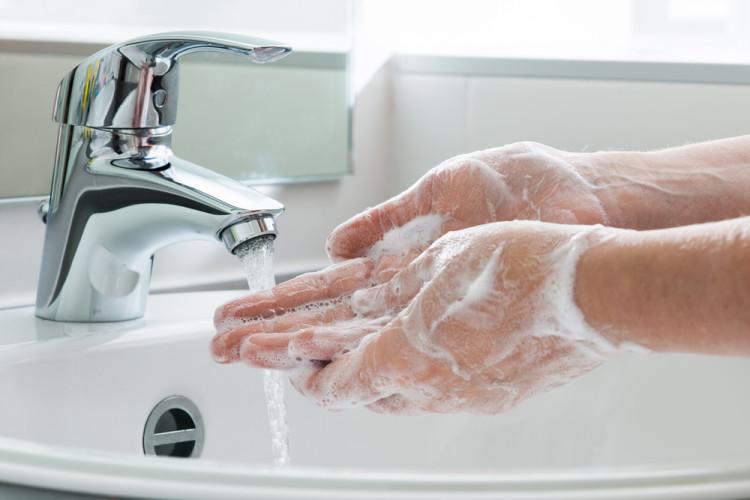基本の手洗いは徹底する