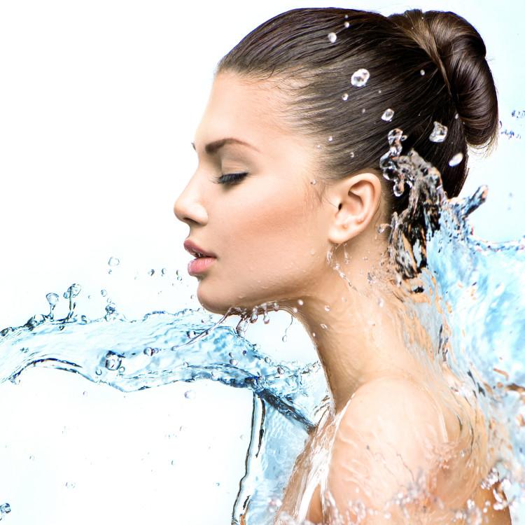 肌のうるおい不足が美肌を遠ざける!水分量をUPさせる正しいスキンケアとは