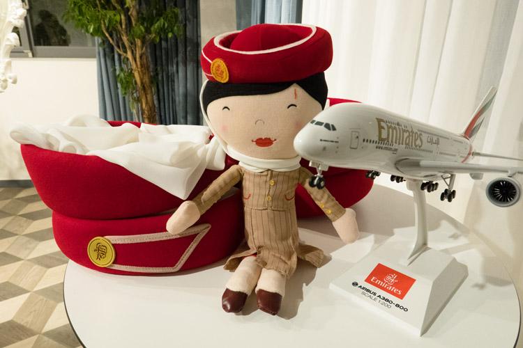 エミレーツ航空のユニホームとメイクアップ