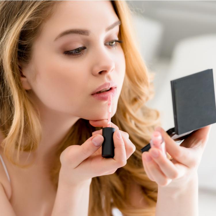 「指」と「リキッドファンデ」さえあれば、出先でもいつでも綺麗!時短化粧直しの方法