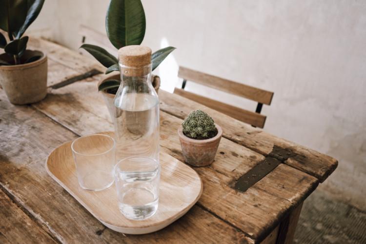 水を飲む事