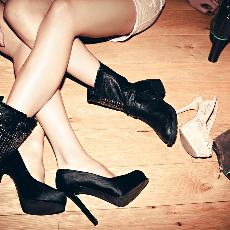 「素足にパンプス」「ブーツで1日外出」靴、脱げる?ニオイに自信が持てるマル秘アイテム新発売