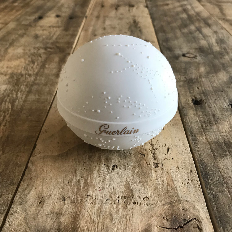 リモージュが誇るトップブランド「ベルナルド」による特別な磁器ケース