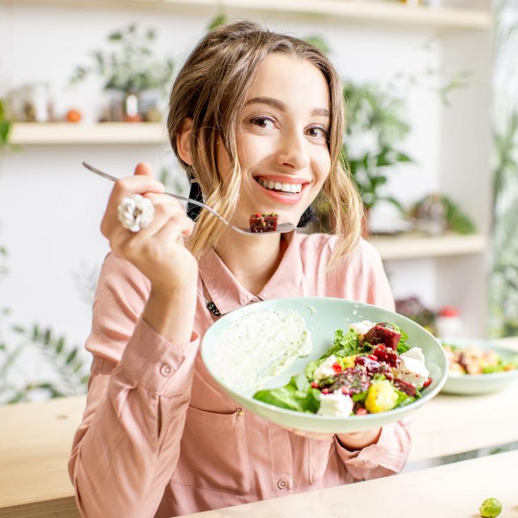 いつまでも美肌を保ちたいなら「食べ物」を意識して!肌トラブル別おすすめ食材