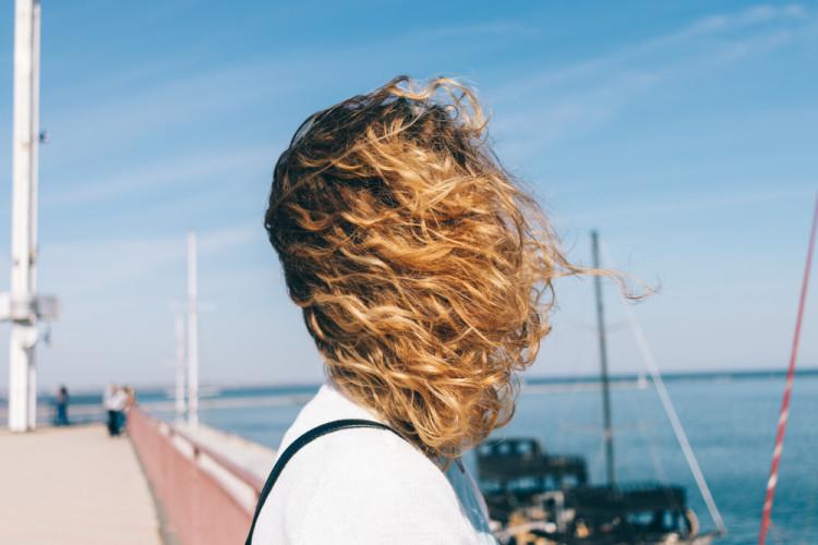髪の毛のダメージをケアする方法
