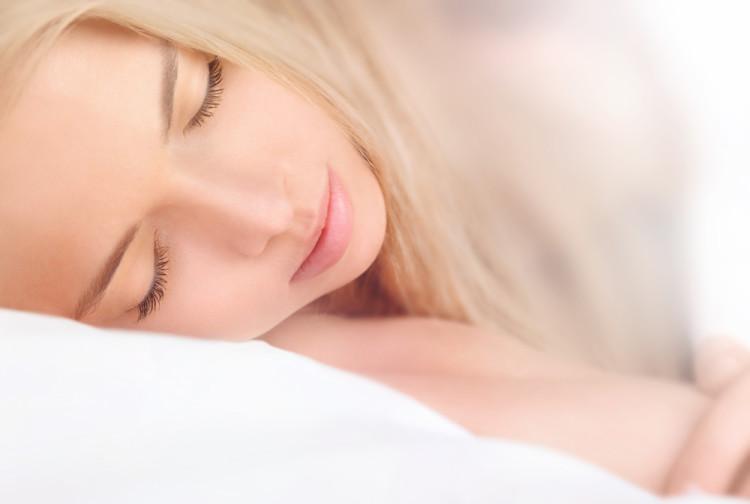 良質な睡眠が肌の老化を防ぐ理由