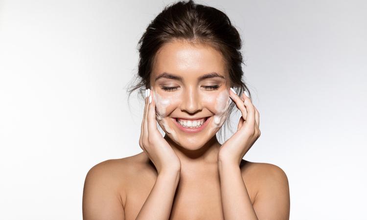 お肌にダメージを与えない上手な洗顔方法