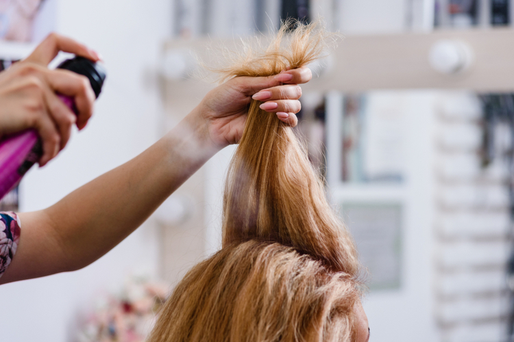 前髪のヘアアレンジ術