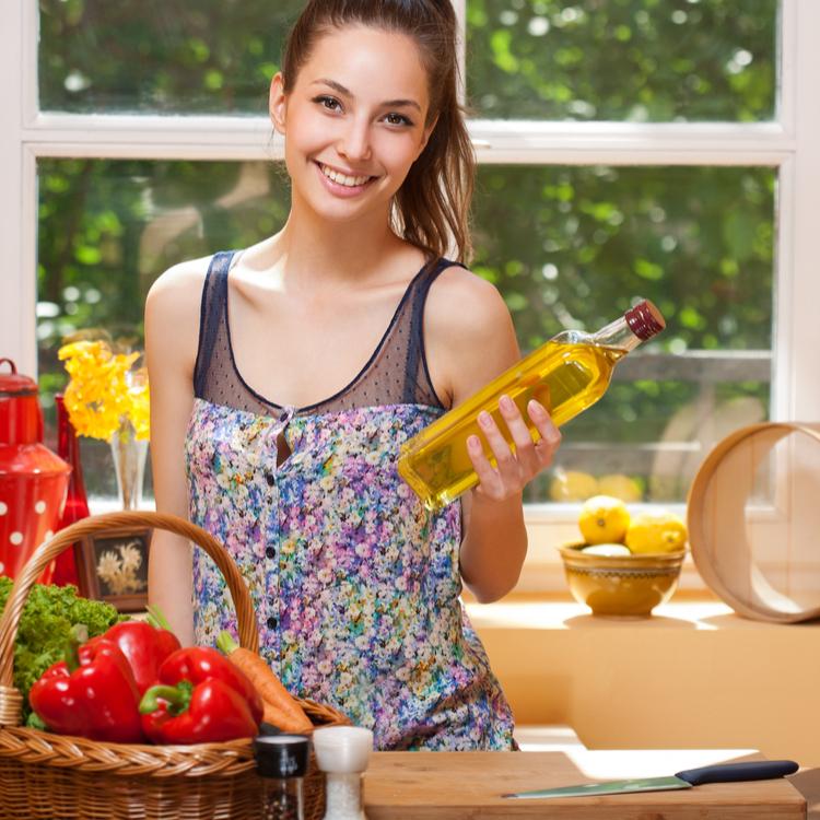 体にいい油って?健康と美容にいい女性のためのオイル3選