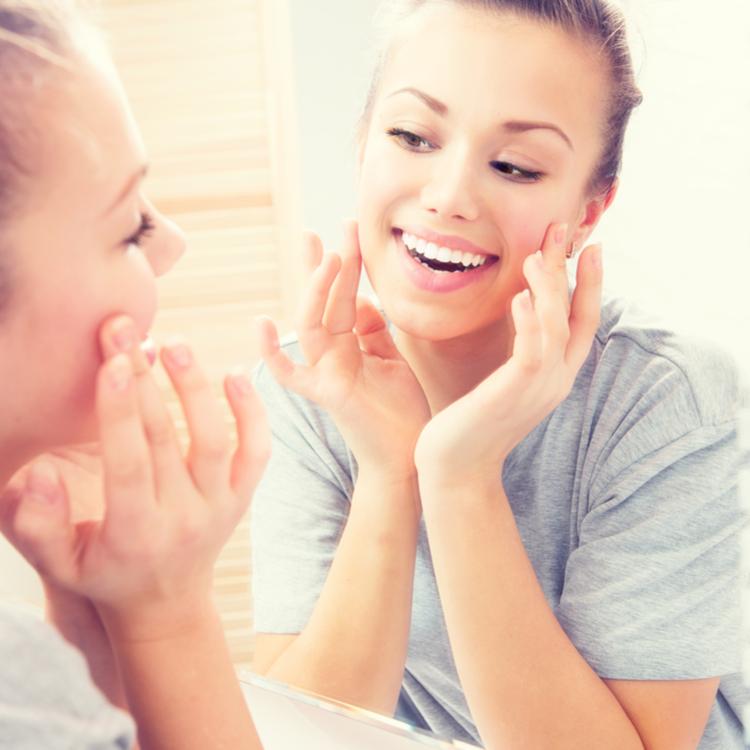 敏感肌のエイジングケアにおすすめ!美容オイル・ホホバオイルの魅力とは