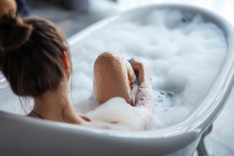 お風呂の中でオールインワンジェルを活用