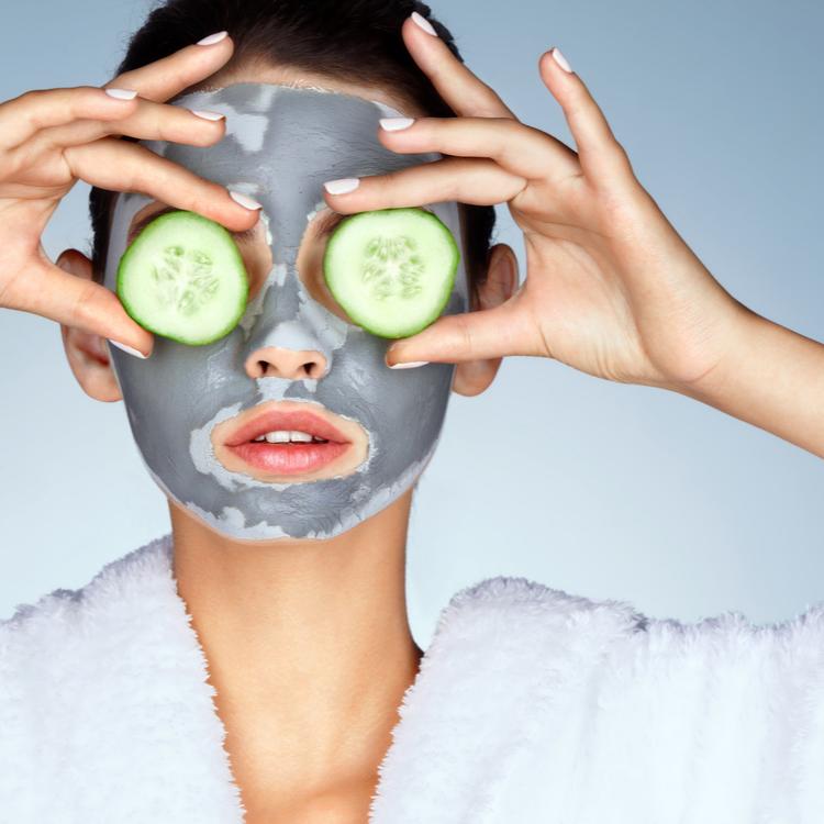 美肌に効果的なアロマオイルと活用法