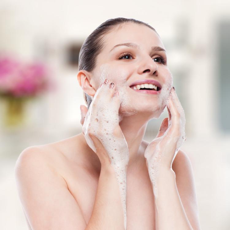 夏は洗いすぎに注意!美肌づくりに欠かせない正しい洗顔方法をおさらい