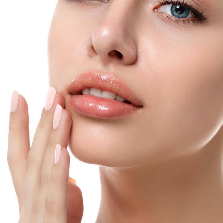 紫外線トラブルから唇を守りたい時に選ぶべきコスメとは?