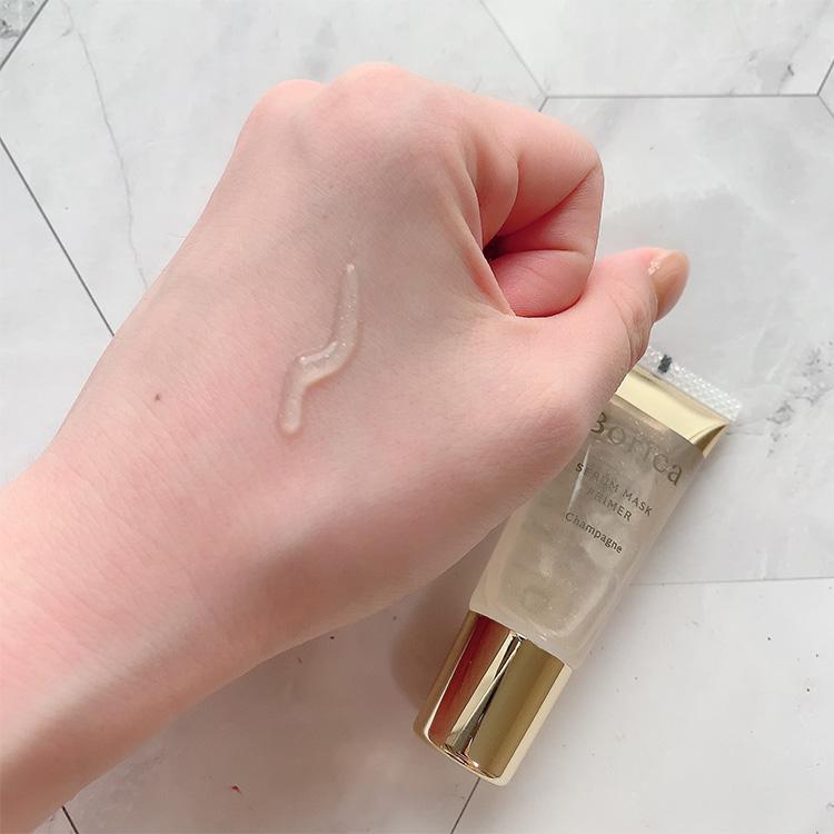 透明の液に金箔