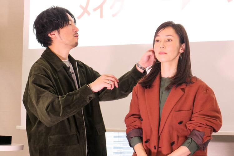 資生堂のヘアメイクアップアーティスト・向井志臣さんが教える「大人のホリデーメイク」