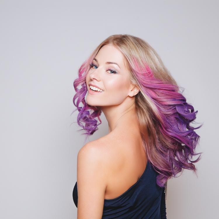 ヘアカラーをもっと楽しむために、知っておきたいカラー剤の知識とヘアケア方法