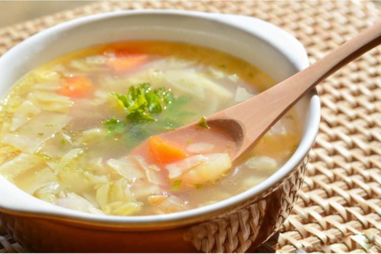 牛乳と野菜のコンソメスープ