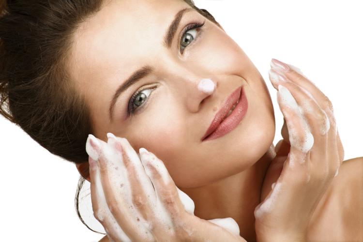洗顔は「うるおいを守る」が基本