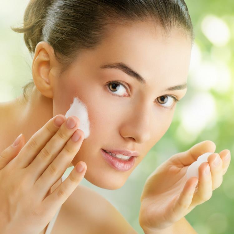 冬の超乾燥肌は洗顔方法をチェンジ!うるおいを守る洗顔方法とは