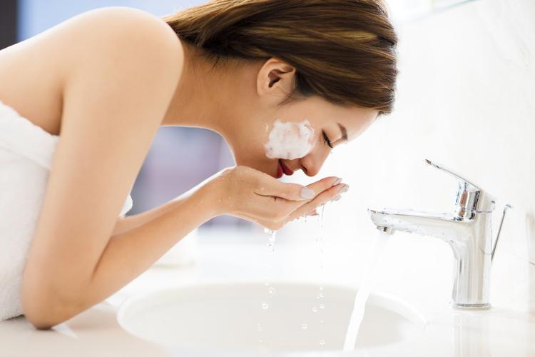 炭酸水を使った洗顔方法