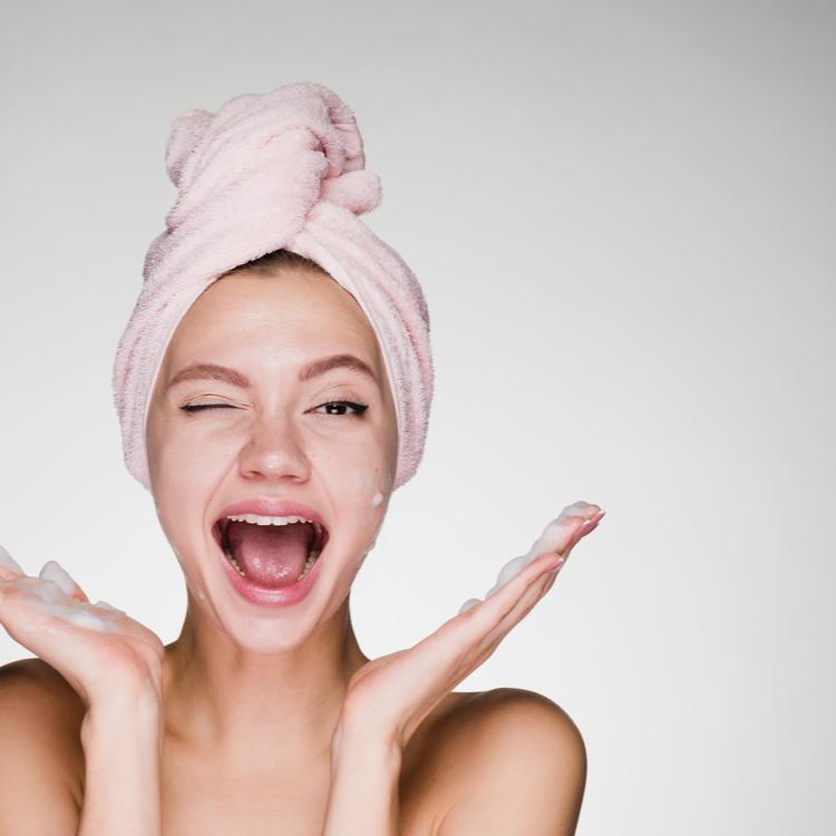 美肌を保つために!スクラブ洗顔したほうが良い?